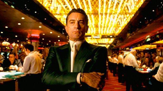 """2. """"Bir gecede 10 milyon dolar kazansanız bile kumarhane gece yarısına kadar bu miktarın 5 katını kazanacaktır."""""""