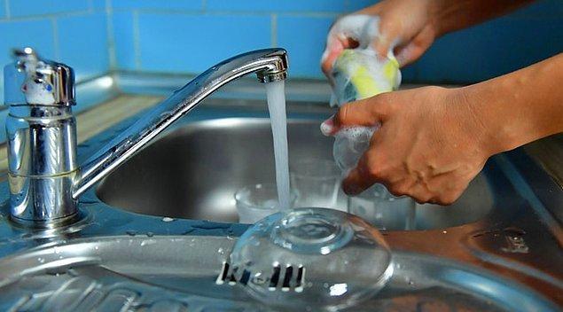 Bir kişi günde 216 litre su tüketiyor