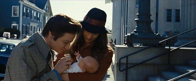 10. 'American Hustle' filminde Jeremy Renner'ın öptüğü bebek, Renner'ın o dönem 1 aylık olan gerçek kızı Eva.