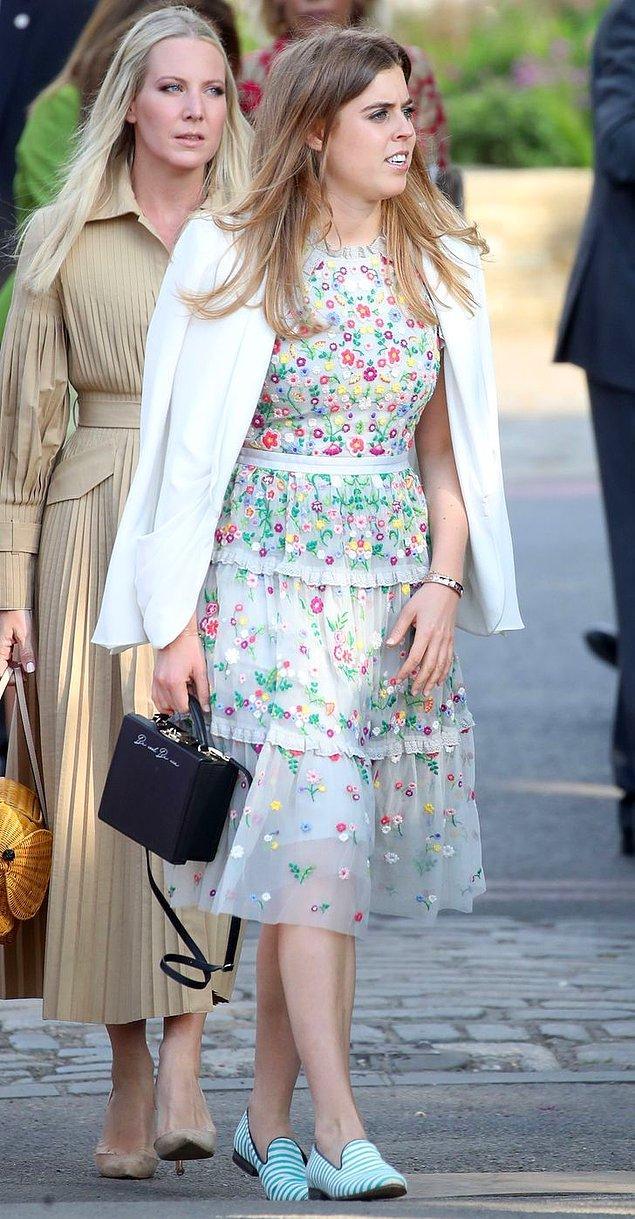 6. Prenses Beatrice'in sloganlı çantaları