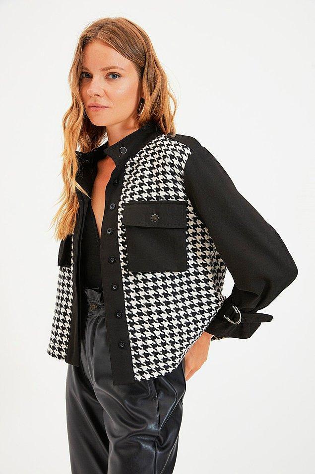 13. Kaz ayağı desenli cepli siyah ceket kumaş olarak da duruş olarak da kaliteli bir parça. Üstelik fiyatı da kalitesine göre gayet uygun.