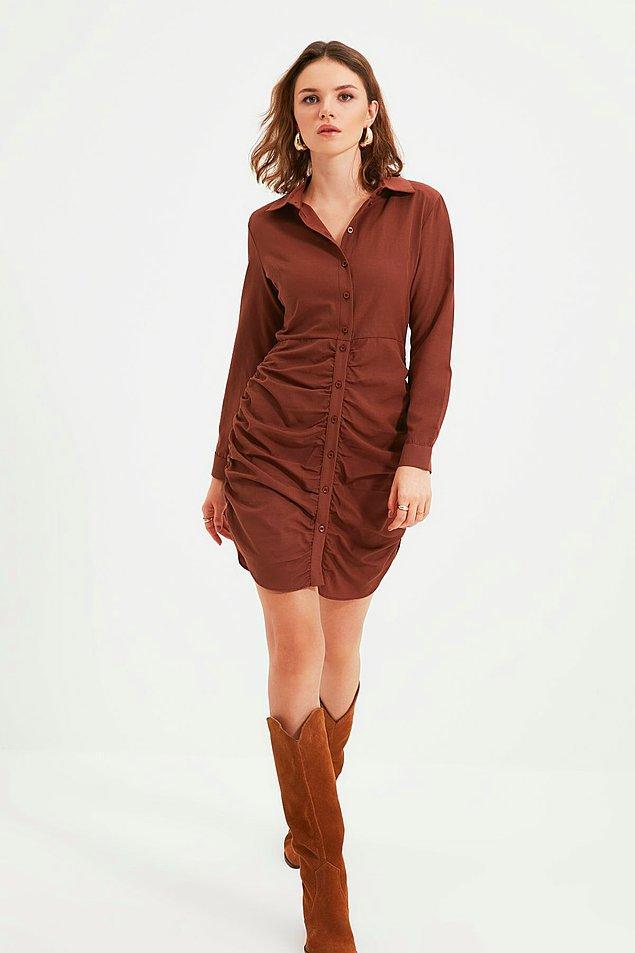 15. Büzgülü elbiseler bu sezon oldukça moda... Büzgülü gömlek elbisenin rengi de tam sonbaharlık...