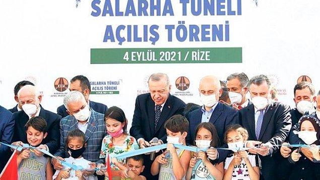 Bildiğiniz üzere dün Rize'de Salarha Tüneli'nin açılış töreni vardı. Cumhurbaşkanı Recep Tayyip Erdoğan'ın törende kurdeleyi erken kesen çocuğun kafasına vurması tünelden daha çok gündem oldu.