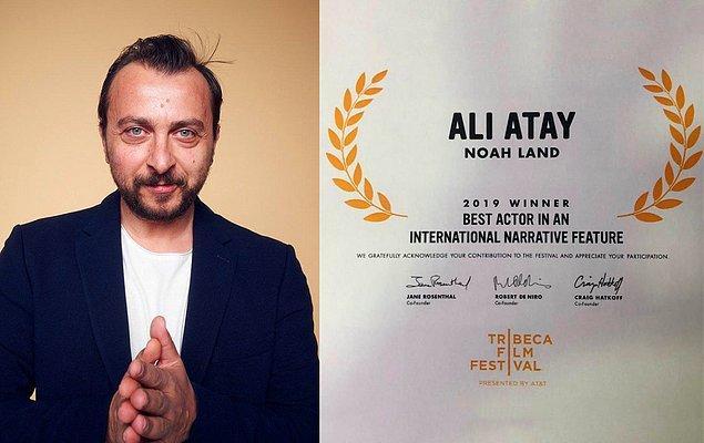 Bir yandan oyunculuğa da devam eden Atay, Nuh Tepesi'ndeki rolüyle Robert De Niro imzalı bir ödül kazandı.