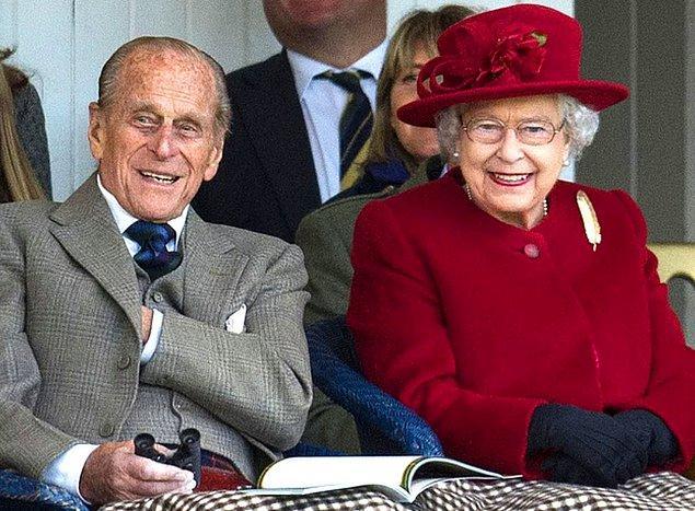 Sonraki günlerde, kraliçenin naaşının Buckingham Sarayı'ndan Westminster Sarayı'na taşınacağı ve burada üç gün boyunca 23 saat süreyle ziyaretçilere açık olacağı bildirildi.