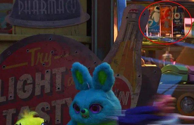 14. Toy Story 4 filminde antika dükkanında WALL-E temalı bardakları görebilirsiniz.