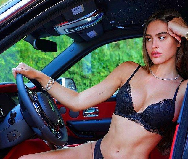 Ünlü model cinsel ilişki bağımlısı olduğu iddia edilen erkek arkadaşından ayrılma kararı aldı.