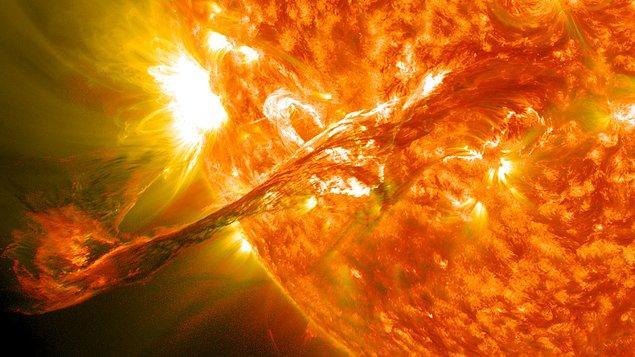 Devasa sıcak plazma dalgalarının Güneş'ten dışarıya doğru elektromanyetik radyasyon dalgaları göndermesi sonucunda güneş püskürtüsü meydana gelir.