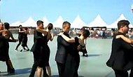 9 Eylül Törenleri'nde İzmir Konak Meydanı'nda Vals ve Zeybek Gösterisi Yapıldı