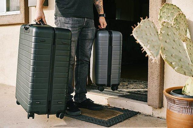 5. Kabin valizinize bütün eşyalarınızı sığdıramayacağınızı düşünüyorsanız havalimanına giderken en çok yer kaplayan kıyafetleri giyebilirsiniz.