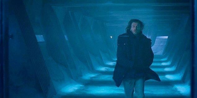 Şimdiii gelelim Kıvanç Tatlıtuğ'a. Kendisi dizide Arman karakterine hayat veriyor. Söylediğine göre araştırmacıymış ve bir denizaltından çıktı geldi Norveç'e.