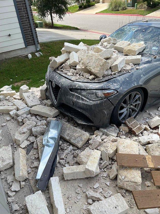 """13. """"Evim arabamın üzerine yıkıldı."""""""