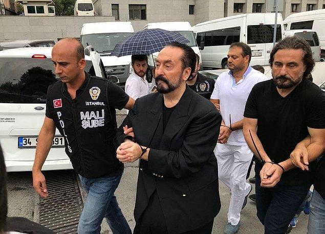 Adnan Oktar bildiğiniz üzere beraberindeki 176 kişi ile birlikte 'suç işlemek amacıyla örgüt kurma', 'çocukların cinsel istismarı' ve 'cinsel saldırı' dahil pek çok suçtan 2018 yılının Temmuz ayında tutuklandı.