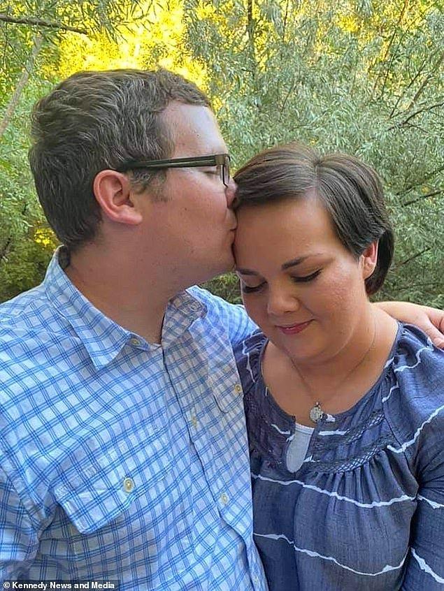 Çift evlenmeye karar veriyorlar ve düğün hazırlıklarına başlıyorlar. Düğünlerine 3 hafta kala Nicholas, Jordan'a eşcinsel olduğunu açıklıyor.
