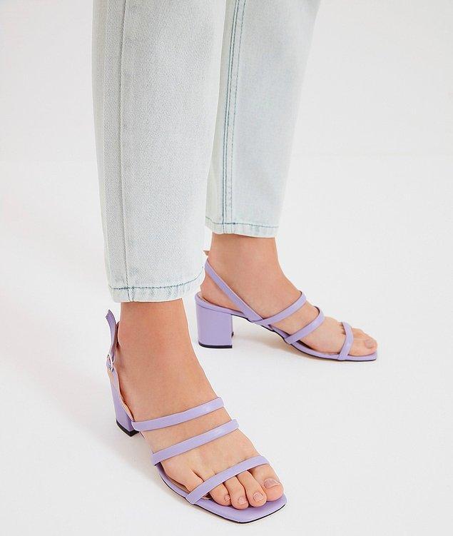 1. Yazın en sevilen renkli topuklu ayakkabı modelleri için;