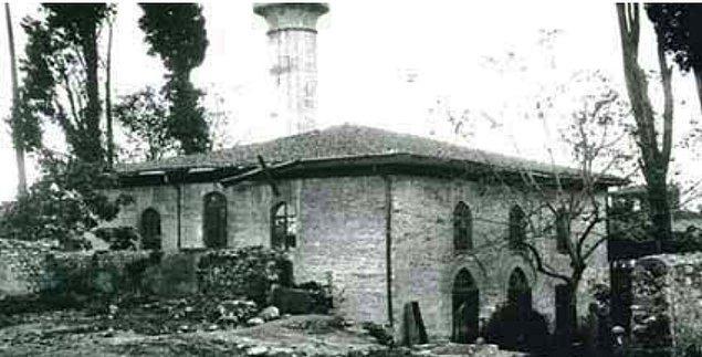Mesela Oruç Gazi İsmail Ağa Camii (1491) artık yok...