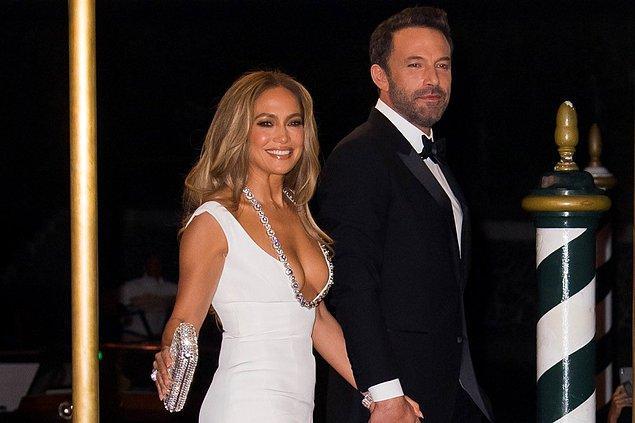 4. Jennifer Lopez ile Ben Affleck, 17 yıl sonra çift olarak kırmızı halıda yürüdüler.
