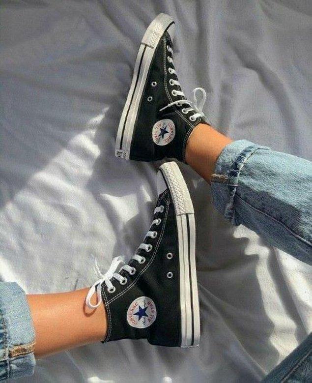Lise yıllarının olmazsa olmaz ayakkabısı Converse şimdilerde yine çok moda!