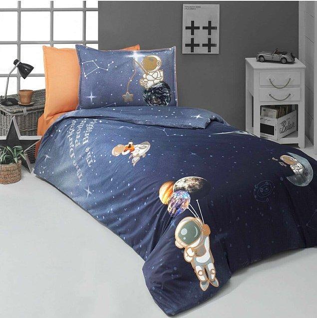4. Yastıktaki yıldız tutan astronot detayı çok sevimli değil mi?