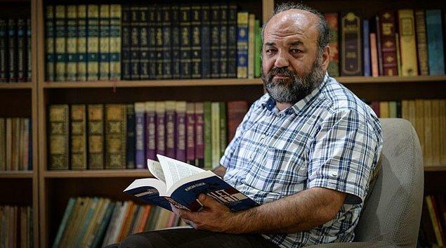 Antikapitalist  Müslümanlar'ın kurucusu İhsan Eliaçık ise 2002 yılından beri iktidarda olan AK Parti'nin genellikle İslam'ı savunduğunu, İslam davası diye bir davası olduğunu ve İslam'dan kalkarak yola çıktığını söylediği için insanların İslam'ın görünür temsilcisinin onlar olduğunu zannettiğini belirtiyor.