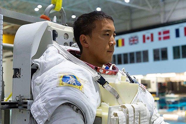 Şimdi 3.kariyerine NASA'da astronot olarak başlayan Jonny Kim yeni görevler ve araştırmalar için hazırlanıyor.