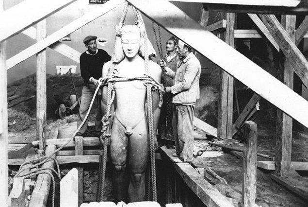 13. Naziler Yunanistan'ı işgal etmeden önce Atina Arkeoloji Müzesi çalışanları bütün eserleri gömmüştür.