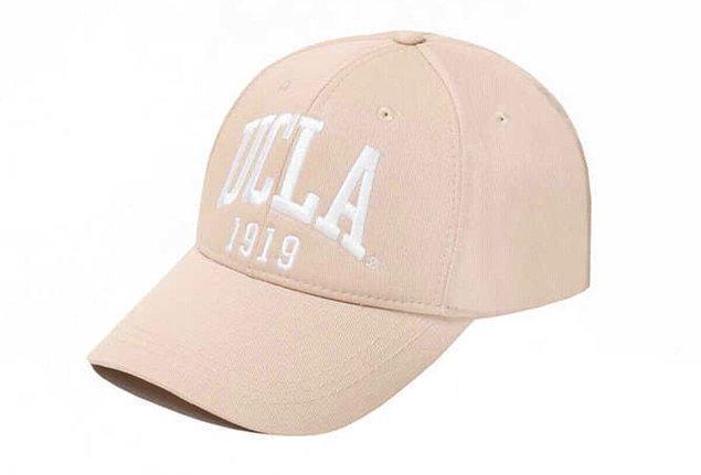 7. Spor şıklığınızı Ucla şapka modelleri ile tamamlayın.