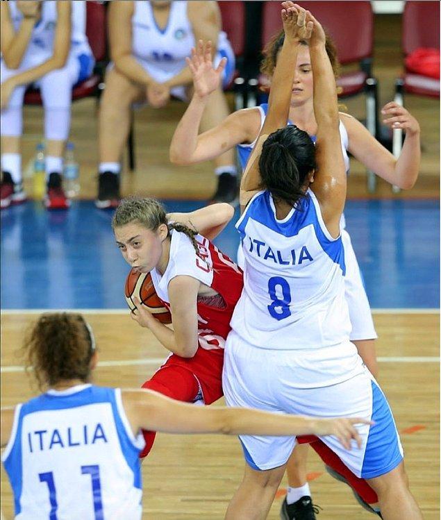 Milli basketbolcu bu başarısıyla dünya tarihine geçmeyi de başardı.