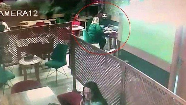 İddiaya göre, bir kadın, internetten tanıştığı bir kişi ile kafede buluştu. Bir süre adamla sohbet eden kadın, daha sonra tuvalete gitmek için masadan kalktı.