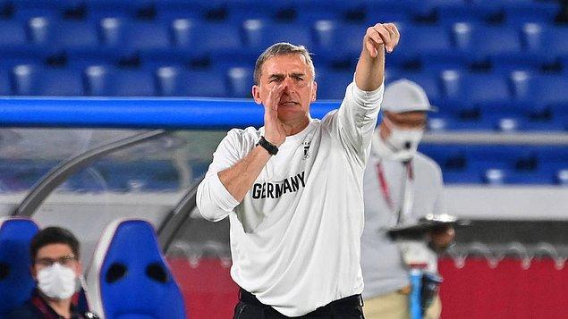 Kaiserslautern'le de 1 Almanya Ligi, 1 de Almanya Kupası'nı kazandı. 1985-86 ve 1993-94 sezonlarında da Bundesliga'da gol kralı olan Kuntz, 1991'de de Almanya'da yılın futbolcusu seçildi.