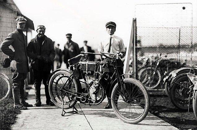 11. Harley-Davidson - Yarış Motosikleti (1903)