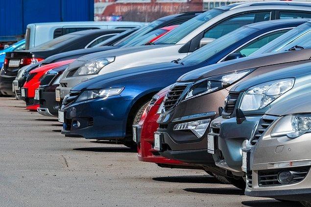 Günlük hayatımızın vazgeçilmezlerinden biri haline gelen arabalar son yıllarda artan fiyatlarıyla birlikte alımı güçleşen itemler arasında yer alıyor.