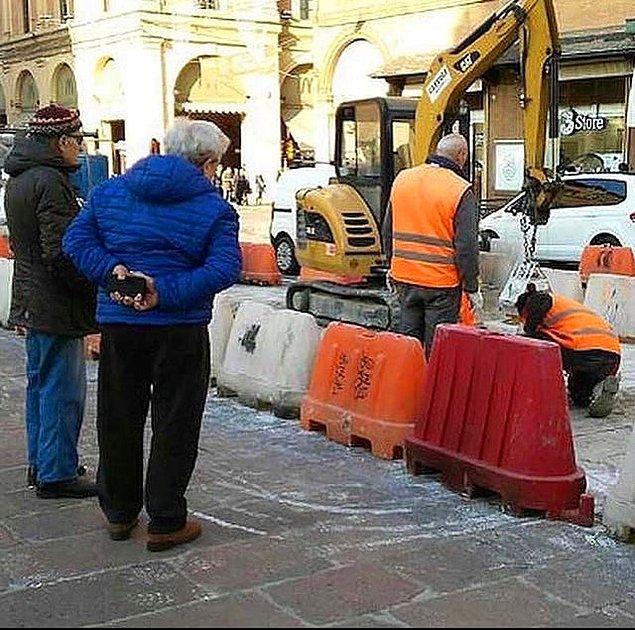 12. İtalya'da inşaat izlemeyi seven orta yaş üstü erkeklere 'umarell' deniyormuş. Bir yerden tanıdık geldi mi?😂
