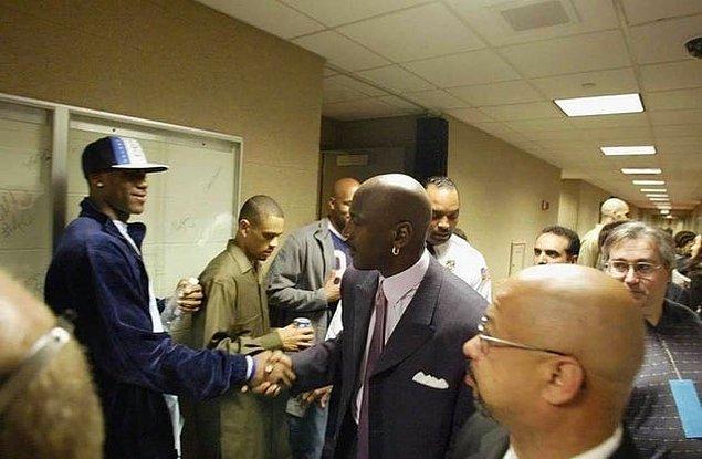 11. Henüz bir lise öğrencisiyken Michael Jordan ile tanışan LeBron James: