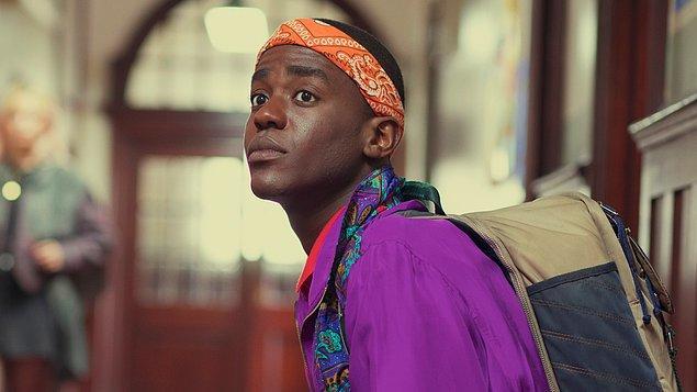 7. Oyuncu Ncuti Gatwa, Eric karakterini daha iyi anlamak için her sezona özel bir müzik listesi hazırlıyormuş. Ayrıca karakterin Aslan burcu olduğunu düşünüyormuş kendince. 😂