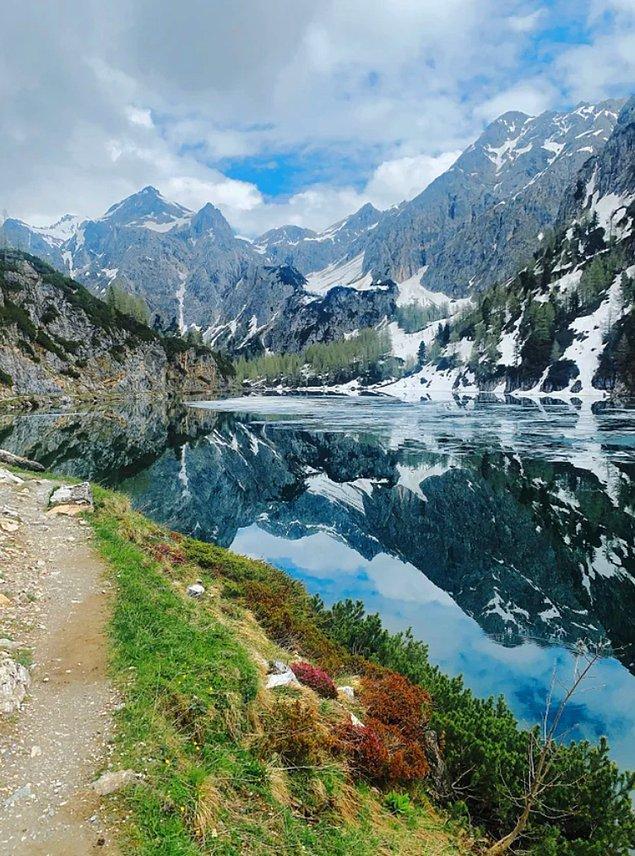 4. Alp dağlarının göle yansıması...😍
