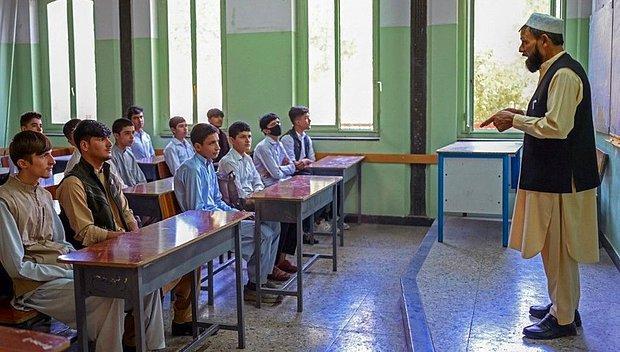 Afganistan'daki Liseler Haftaya Eğitime Başlıyor: Kız Öğrenciler Hariç