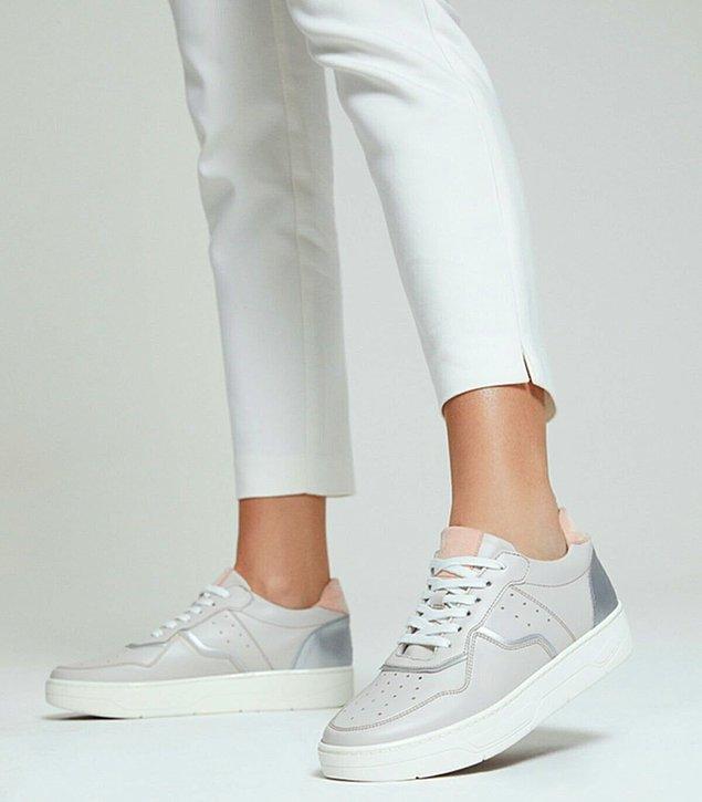 4. Derimod'un sneakerlarına indirimdeyken bir şans verin.