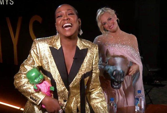 5. Tichina Arnold ve Beth Behrs'ın Met Gala'ya gönderme yapılan bu fotoğraftan daha fazlasını hak ettiği kesindi.