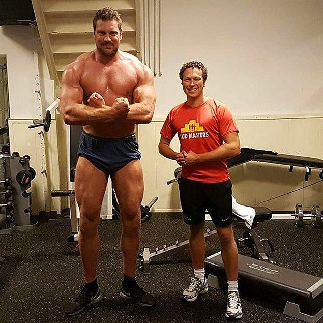Hollandalı vücut geliştirici Olivier Richters, 218.3 cm boyuyla dünyanın en uzun boylu vücut geliştiricisi oldu.