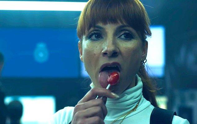 25. Dedektif Alicia Sierra'nın doğum sahnesinin çekimleri için oyuncu Najwa Nimri tamı tamına 8 saat boyunca çığlık atmak zorunda kalmış.