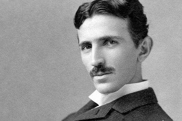 11. Tarihteki ünlü INTJ isimler arasında Nicola Tesla, Isaac Newton, Charles Darwin, Vladimir Lenin, Sylvia Plath, John F. Kennedy, Nietzsche gibi isimler vardır.