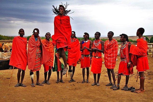 3. Kenya'da tükürerek selamlaşılıp saygı gösteriliyor.