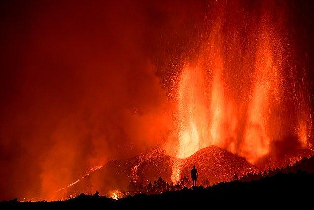 Yanardağın patlaması sırasında çekilen bir fotoğraf: