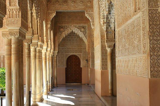 5. El Hamra Sarayı, Granada