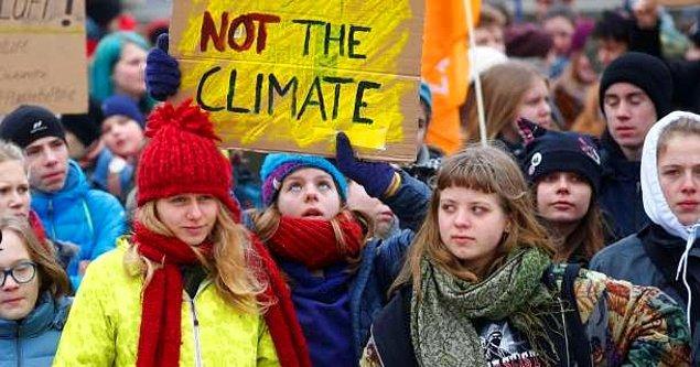 """Son Nesil'in ikinci talebi, yeni hükümette iklim değişikliği için bir vatandaş meclisinin kurulması ve burada yüzde 100 yenilenebilir tarım da dahil iklim değişikliğiyle mücadele için """"acil önlemlerin"""" tartışılması."""