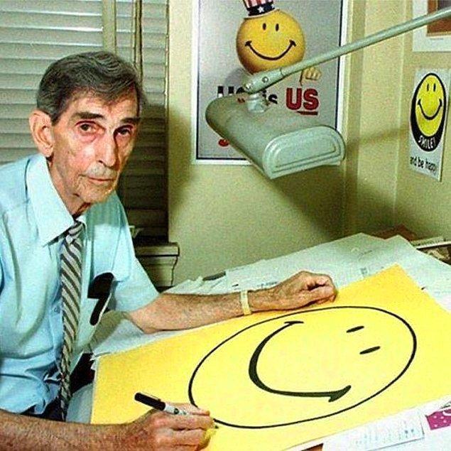13. Hepimizin aşina olduğu gülen yüz emojisinin çizeri Harvey Ross Ball: