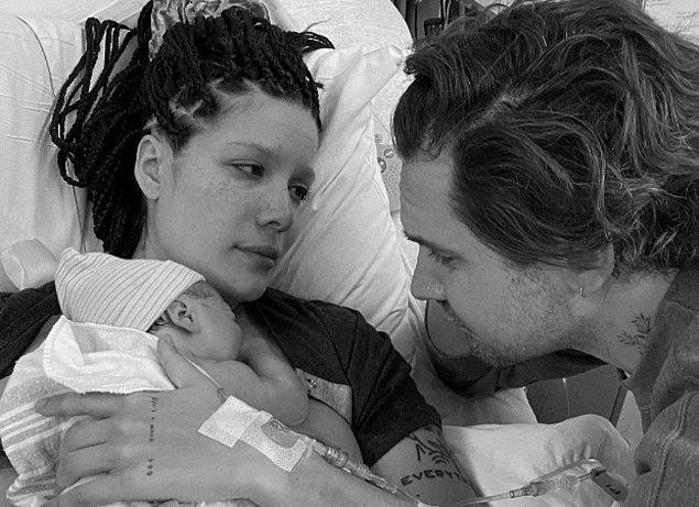28. Halsey'in Alev Aydın'la birlikte olması ve bebekleri Ender Ridley Aydın'ın dünyaya gelmesi son ayların en tatlı konularından biri.