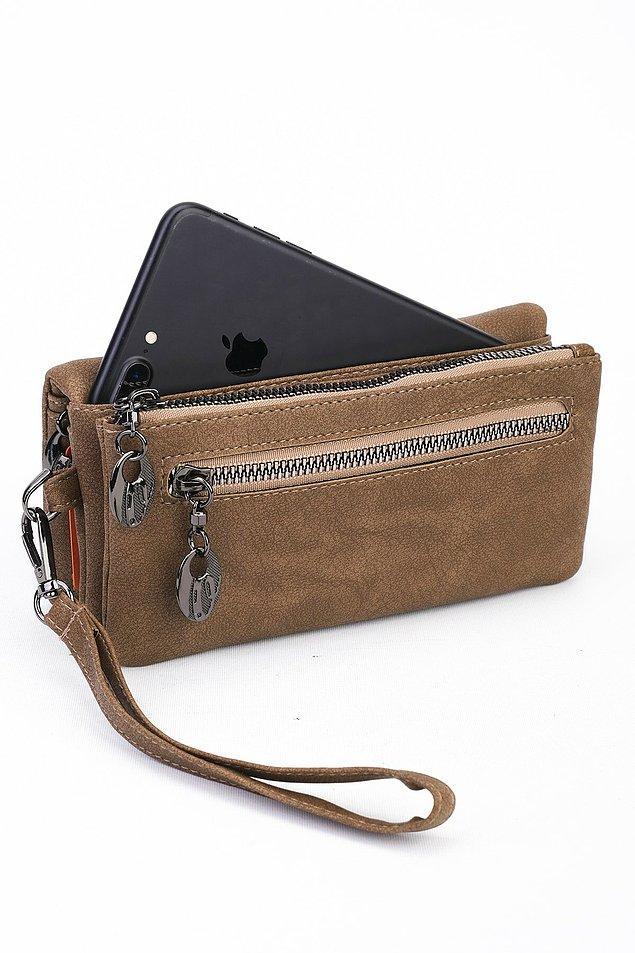 13. Bu yılın diğer bir modası ise telefon bölmeli cüzdanlar. Kahverengi cüzdan size göre...