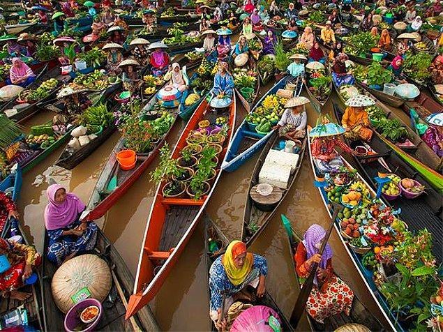 7. Endonezya'daki Muara Kuin Yüzen Pazar